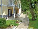 Apartments A1(2+2) Njivice - Island Krk  - courtyard (house and surroundings)