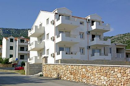 Apartments and rooms Vespera A6 (2+2), A7 (2+2), A8 (2+2), SA11 (2), A12 (2+2), R13 (2), SA15 (2), A14 (2+4) Bol - Island Brac