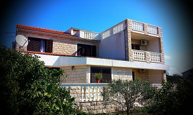 Apartments and rooms - OS3020 - Sucuraj - Island Hvar