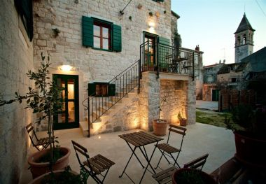 Apartments and rooms Lan SA1(2+1), R2(2+1) Trogir - Riviera Trogir