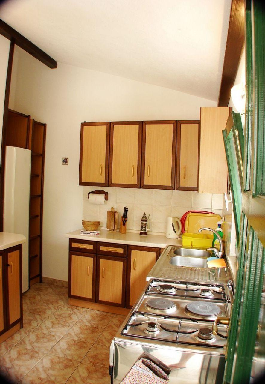 Apartment Room Katja - 10 m from beach: R1 Marta Gradac, Riviera Makarska 50970, Ploče, Dubrovnik, Dubrovnik Region