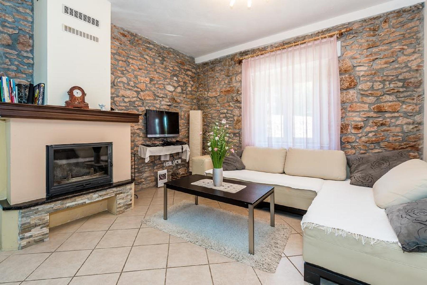 Willa Holiday house Tihomir - with pool : Drnis, Riviera Sibenik 52683, Bogatic, , Region Split Dalmacja