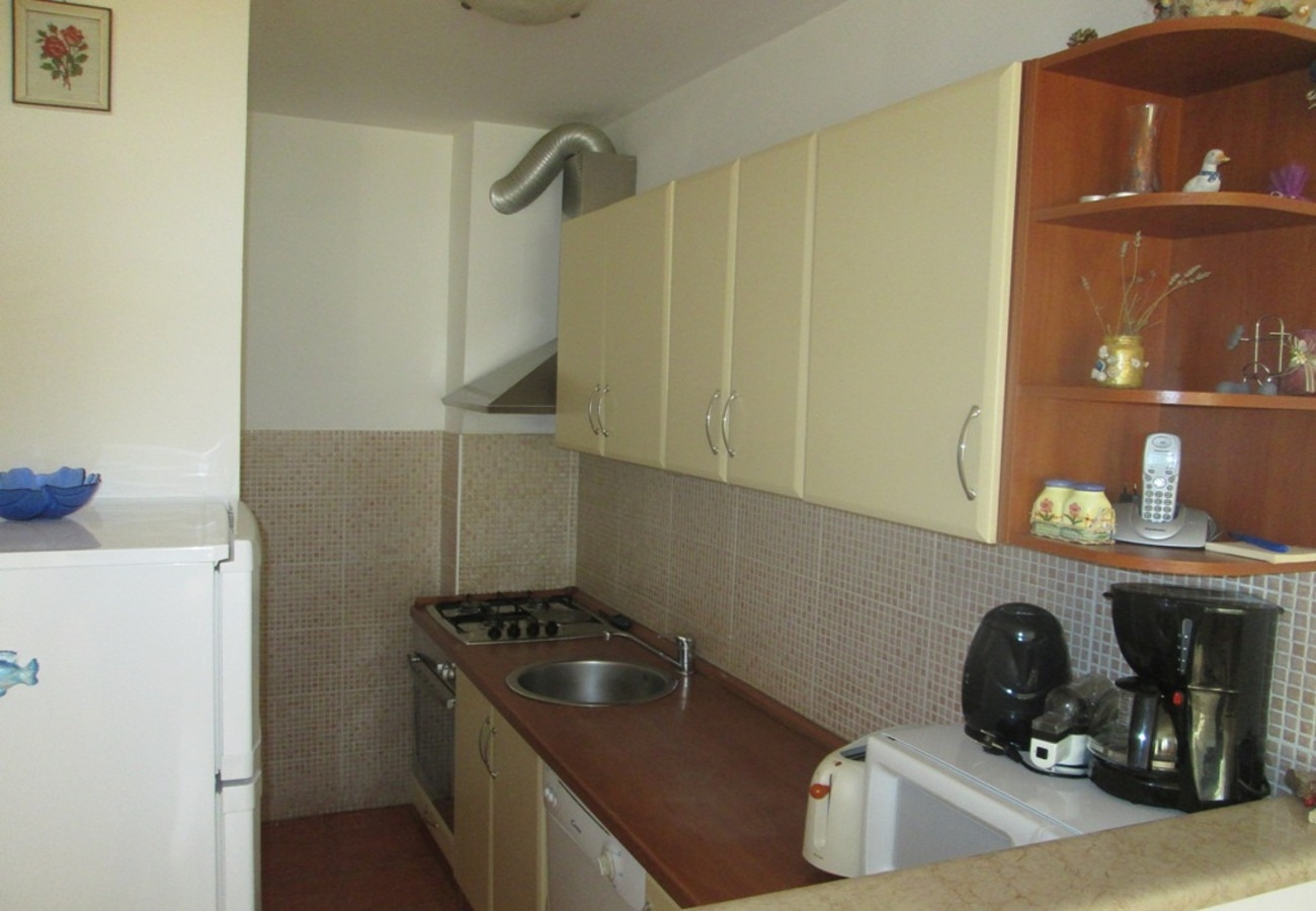 Apartamenty Apartment Danijela - 200 m from beach: Nina  Kastel Stafilic, Riviera Split 53326, Kaštel Štafilic, , Splitsko-dalmatinska