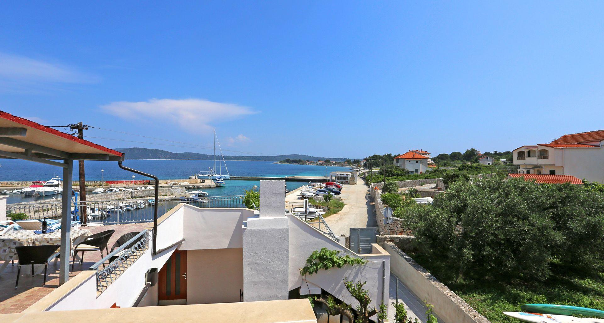 Apartamenty Apartment Marija - beautiful sea view: A1 Drvenik Mali (Island Drvenik Mali), Riviera Trogir 52380, Drvenik Mali, Drvenik Mali, Region Split Dalmacja