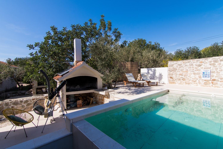 Willa Holiday house Bože - 10m from the sea: Drvenik Mali (Island Drvenik Mali), Riviera Trogir 54347, Drvenik Mali, Drvenik Mali, Region Split Dalmacja