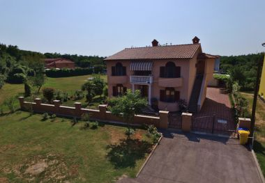 Apartments Stipe - with big garden: A1(3+1), A2(5) Labin - Istria